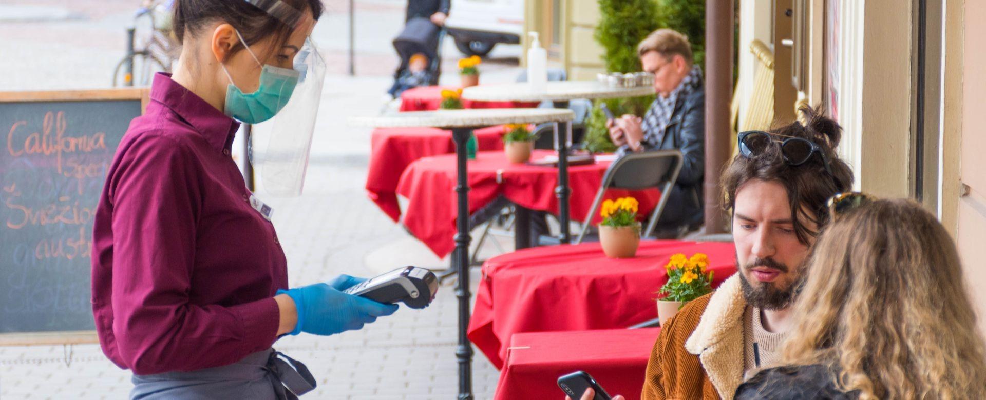 Les cafés, bars et restaurants rouvrent